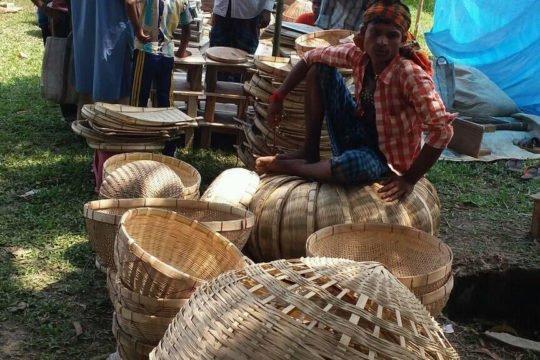 IMG:প্রান্তিক জনগোষ্ঠির অবদান : নওগাঁয় এখনও টিকে আছে বাংলার কুটির-শিল্প