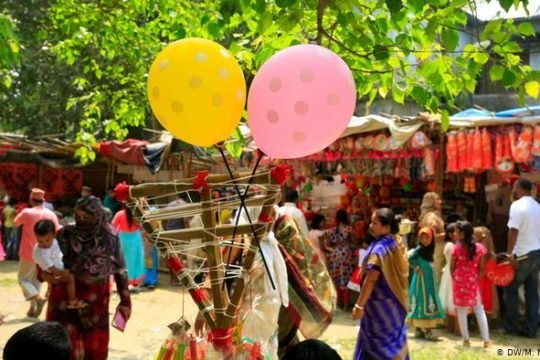 IMG:জীবন সংগ্রামের নানা জটিলতায় হারিয়ে যাচ্ছে বাঙালী উৎসব