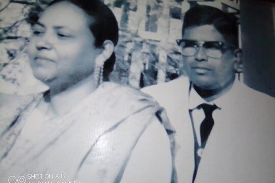 স্ত্রী রোকাইয়া খাতুনের সাথে শহীদ অধ্যাপক শাহ মোঃ সোলাইমান